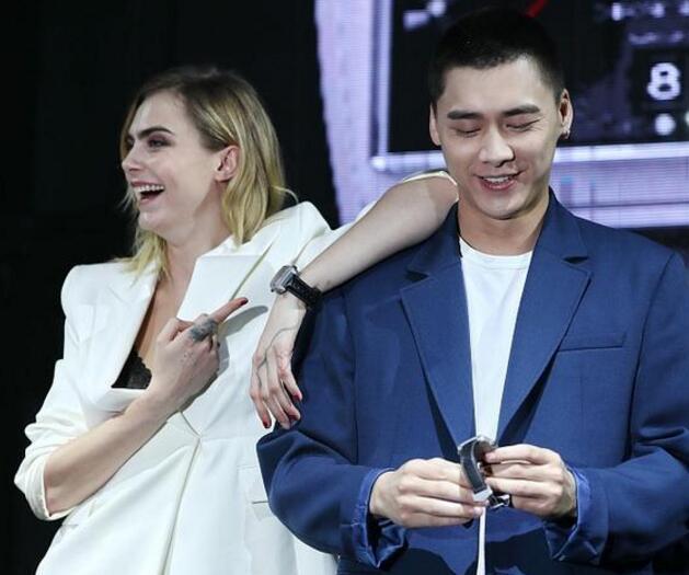 【关注】李易峰被卡拉摸头 李易峰新剧剃发以寸头造型出镜