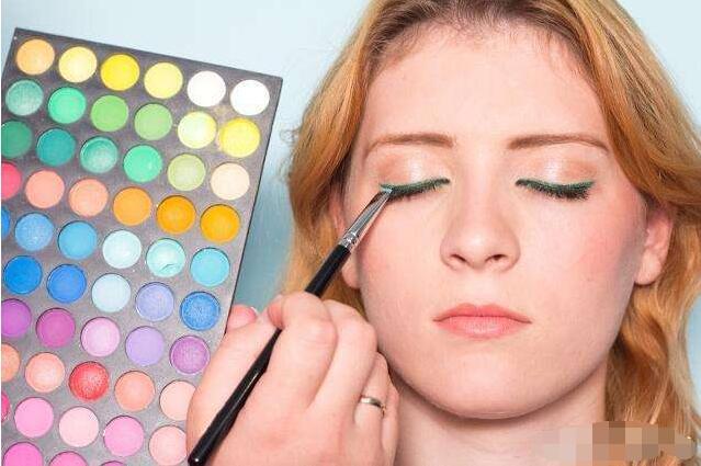 新手眼影怎么画才好看 懂得搭配颜色很重要